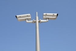 08 - Mâts Basculants, Mât basculant pour caméra de surveillance